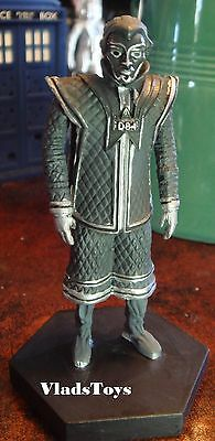 """Eaglemoss UK Figurine Doctor Who D8 """"The Robots Death"""" #36 with Magazine"""