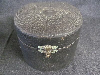 Vintage Leather Collar Box with 2 Sizing Collars (AB895)