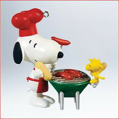 2011 Hallmark GRILL MASTER Ornament SPOTLIGHT ON SNOOPY #14 BBQ Cookout King