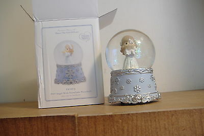Angel With Snowflake Waterball~Plays Joy To The World~Precious Moments~121103~