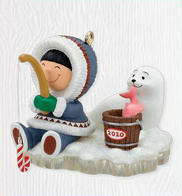 2010 Hallmark FROSTY FRIENDS #31 Ornament ICE FISHING *Priority Shipping