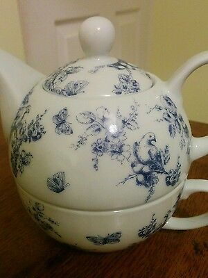 Pretty blue and white teapot and single cup bird decoration