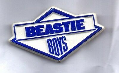 BEASTIE BOYS PLASTIC BADGE - HIP HOP GROUP - FIGHT FOR YOUR RIGHT - 80s VINTAGE
