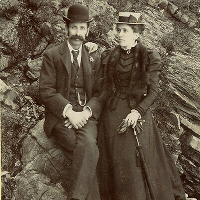 1880s COUPLE AT THE BEACH CABINET CARD PHOTO VICTORIAN FASHION NEW QUAY WALES
