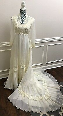 VTG 60s Union Made Antique Ivory Lace Long Wedding Gown Dress Tag 10 Fits 4 6