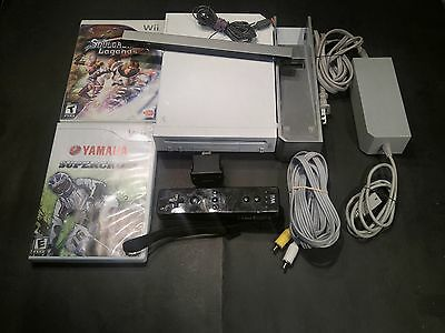Nintedo Wii console BUNDLE INCLUDING 2 Games WORKING