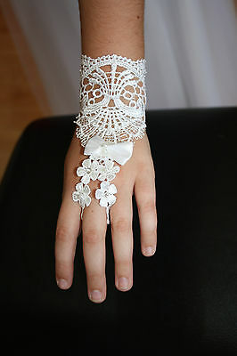 SNS607 - Girls White Lace First Communion Gloves.
