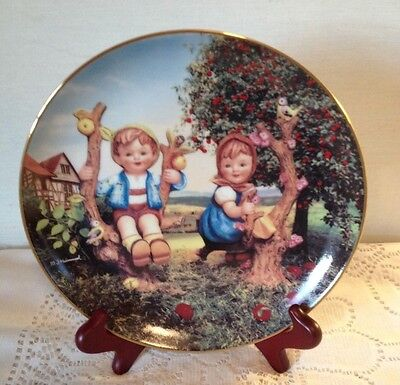 M.J. HUMMEL PLATE LITTLE COMPANIONS 'APPLE TREE BOY & GIRL' Danbury Mint