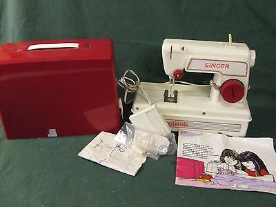 Toy Singer Sewing Machine    Lockstitch