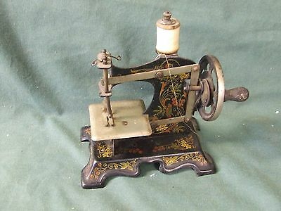 Toy   Sewing Machine   All  Metal  1930s?