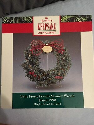 Hallmark Miniature Ornament Display Wreath 1990