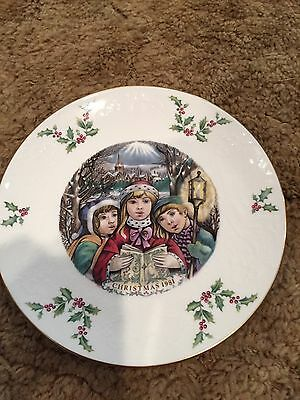 """Royal Doulton """" Victorian Christmas """" 1981 Collector Plate.-""""Carolers """""""