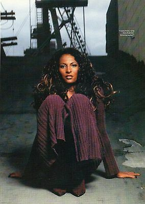 Pam Grier                  Mini Poster / Pic   (FTD58)