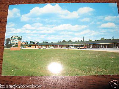 Bay Motel Color Post Card Green Bay Wisconsin on Highwy 41 bosting 34 unit hotel