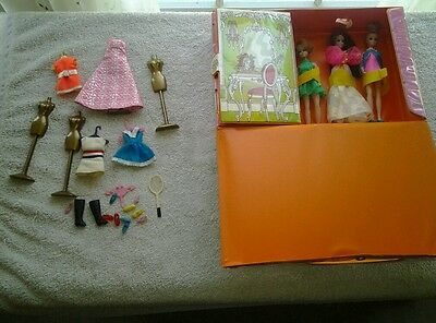 Dawn and her friends 3 dolls, doll case, dolls,clothes and  accessories ex cond.