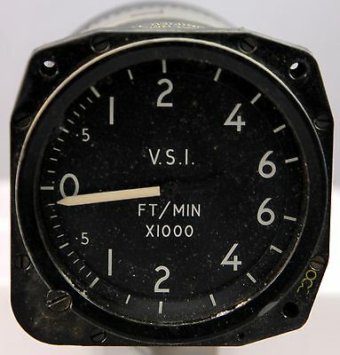 Rate of climb indicator reading to 6000 ft/min for RAF aircraft (GB5)