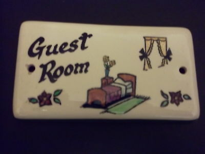 Vintage Toni Raymond Pottery Door/wall Plaque/sign 'guest Room'