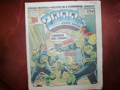 2000AD comic with judge dredd  24 August 1985