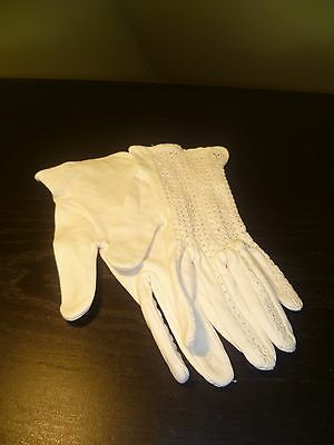 1960s white cotton driving gloves with crochet detailing, approx. size 6.5