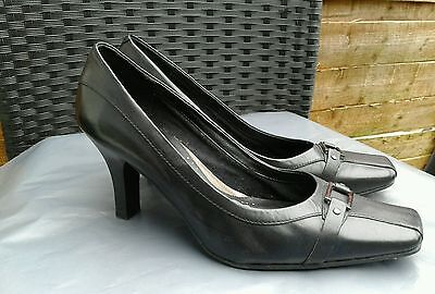 Vgc Ladies Black Leather Court Shoes By Clarks Size 6
