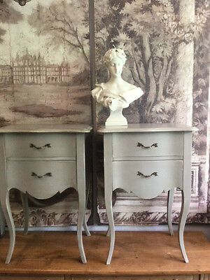 Pair Of Elegant Grey Distressed French Style Bow Fronted Bedside Cabinets/tables