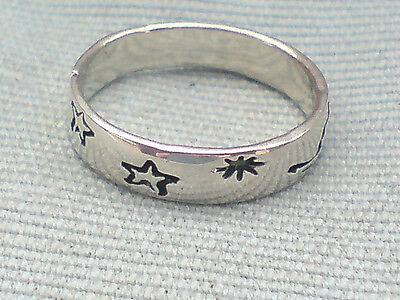 PRETTY STERLING SILVER PATTERNED BAND RING WITH STARS U.K sizes K & O £8.95  NWT