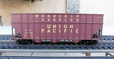 Usat (R-14078)  Union Pacific  Woodchip Service  3-Bay Hopper  (Metal Wheels)