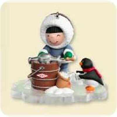 2007 Hallmark FROSTY FRIENDS #28 Ornament MAKING ICE CREAM *SDB