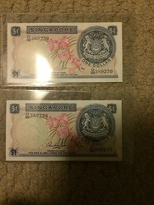 Singapore 1 Dollar Orchid Series Banknote UNC Close Serial Numbers With Red Seal