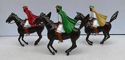 Britains Ltd 3 vintage lead figures from the 1960s - Nicely painted mounted Arab