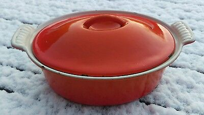 le creuset oval casserole dish with lid in volcanic orange size 22