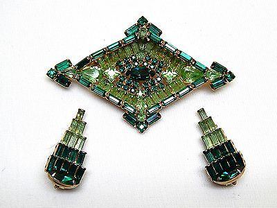 Large Vint. Art Deco Emerald Green Diamond Shaped Rhinestone Brooch&Earrings Set