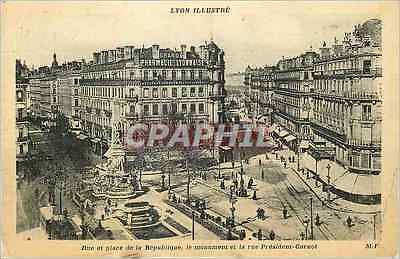 CPA Lyon Illustre Rue et Place de la Republique