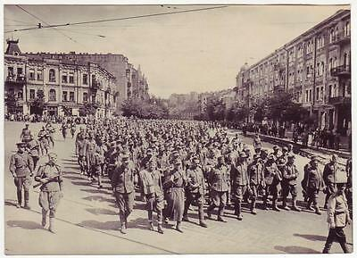 Ussr Wwii Press Photo: German Captives Being Convoyed In Kiev Center, Aug 1944