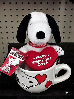 """Collectible Peanuts 7"""" Valentine's Snoopy With Heart In Ceramic Mug NWT"""