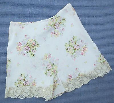Henri Bendel New York exquisite 1940s-style floral shorts size 12-14 (US 8 -10)