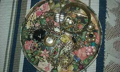 job lot of vintage jewellery /brooches/tie pins - NO RESERVE.