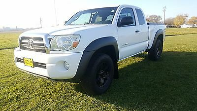 2008 Toyota Tacoma  2008 Toyota Tacoma Base V6 Truck Access Cab 4x4 White Manual
