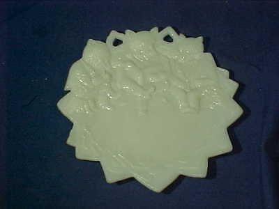 Early 20thc The ROOSEVELT BEARS Reading A Book FIGURAL Milk GLASS PLATE
