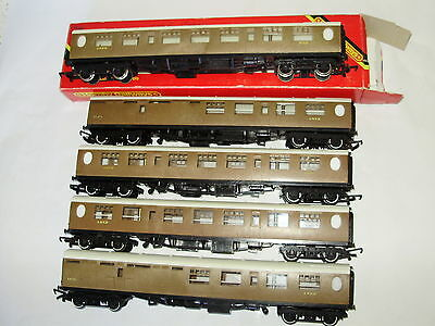 4 x Triang & 1 Hornby R.745A & R.746 LNER Coaches. V/good cond. OO scale. No Box