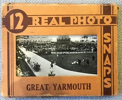 Great Yarmouth Norfolk Vintage 'REAL PHOTO SNAPS' 12 , Original Envelope 1920/30