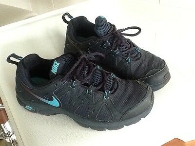 youth boys nike shoes size 6 navy blue