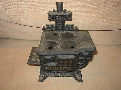 Antique Miniature Queen Black Cast Iron Stove Dollhouse Dealer Sample Display