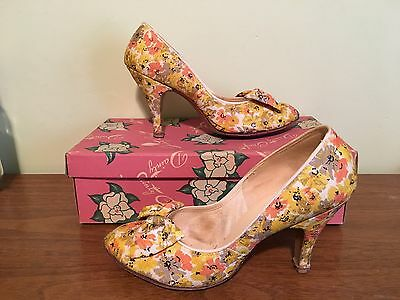 Vintage Pair of Women's Floral High Heel Shoes by DAINTY CRAFT Originals w Box
