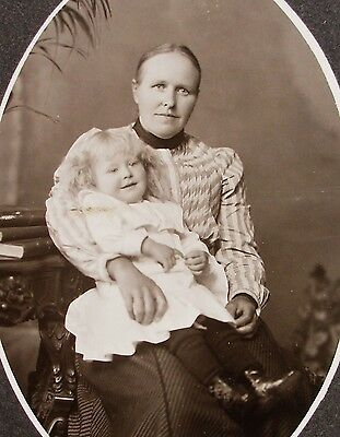 Cabinet Photo Portrait Lovely Young Mother & Precious Child Milwaukee Wisconsin