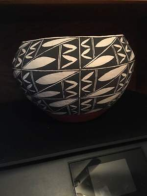 Large  Acoma Olla Pot