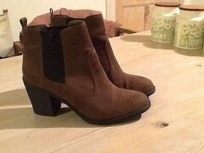 H&M Ankle Boots Size 41 . Ladies . Brown Suede .
