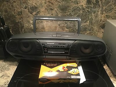 Panasonic Portable Ghetto Blaster Stereo CD System RX-DT505. Highly collectable.