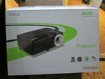Acer X112H DLP Projector - HARDLY USED WITH OPEN PACKAGING