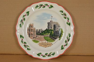 Wedgwood 1980 Queen's Ware Christmas Plate Windsor Castle w/box